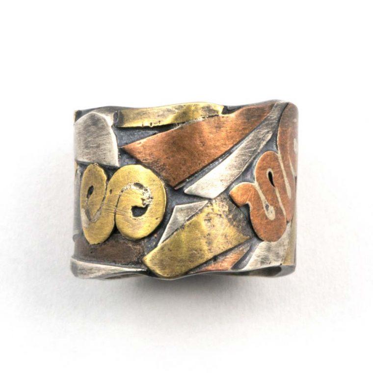 anello incrostazione di metallo